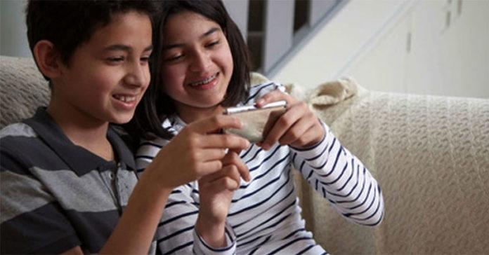Should Parents Monitor Their Teen's Online Activities?